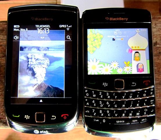 Torch 9800 dan Onyx 9700