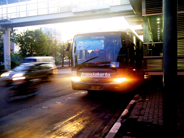 Mengurai kemacetan Jakarta : optimalkan angkutan umum