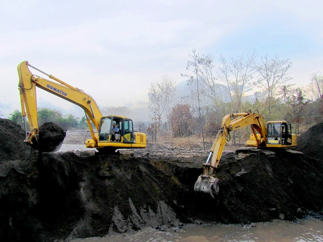 Upaya mengarahkan Banjir Lahar Dingin Merapi