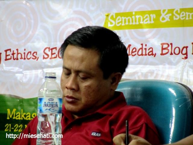 Aris HU Ketua Blogger Bekasi yang memberikan sosialisasi Asean Blogger
