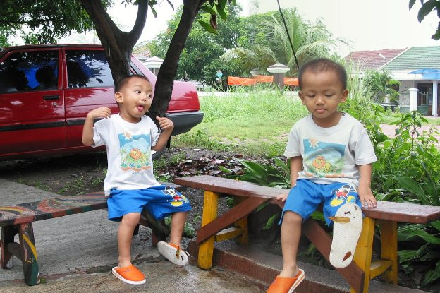 Lilo kembar di Pondok Candra Surabaya