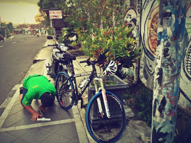 ban sepeda specialized bocor 1