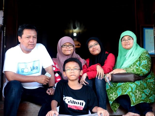 Keluarga Rumah Adat
