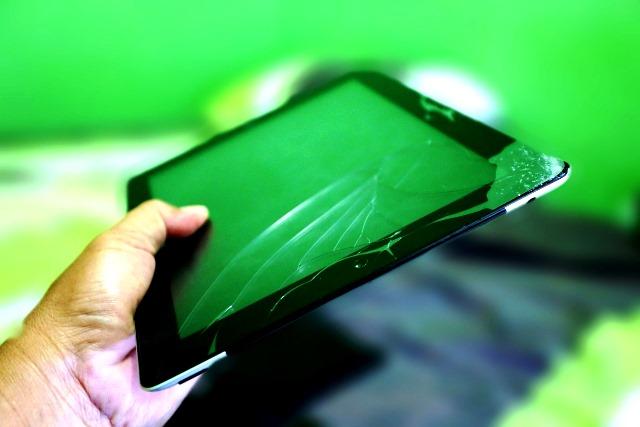 Layar LCD iPad2 yang retak