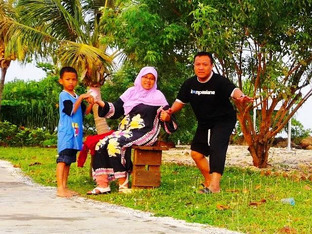 Bergembira di Tanjung Lesung