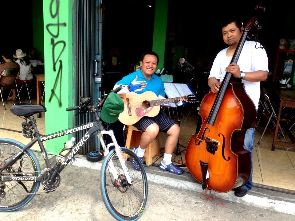 Trio Los Menyos depan JEC
