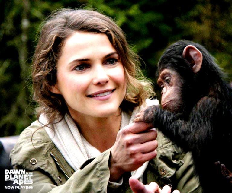Keri Russell as Ellie sang penyayang binatang