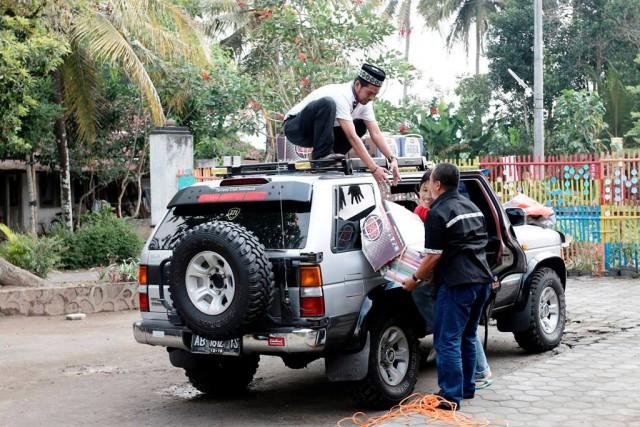 Turunkan barang di Panti Asuhan Daarut Taqwa