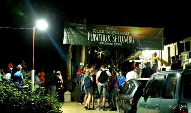 Pintu masuk Punthuk Setumbu (di depan mushola)