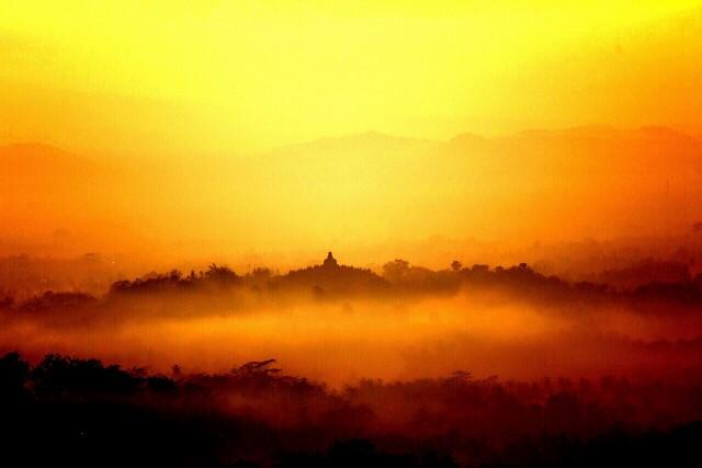 Borobudur dilihat dari Punthuk Setumbu