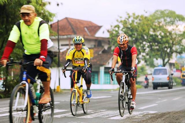 Bike Friday bersama Road Bike dan MTB