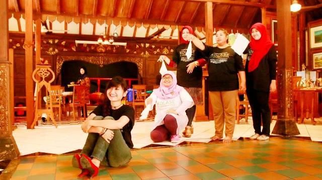 Pendukung pementasan Teater We eN