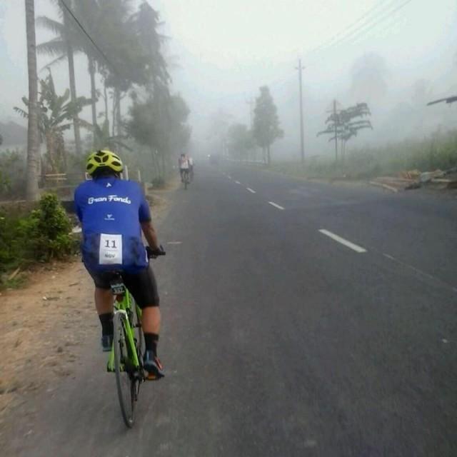 Gowes dalam kabut