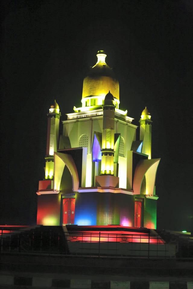 Patung Sapi di waktu malam