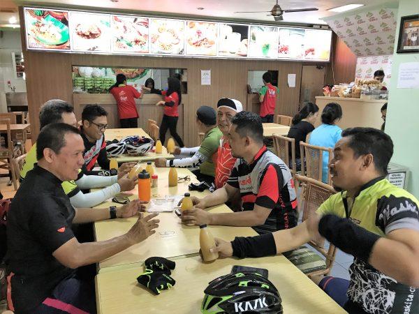 Rapat Pecel Bu Kus Surabaya