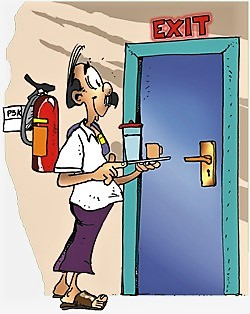 Perhatikan letak pintu, lift serta tangga darurat,
